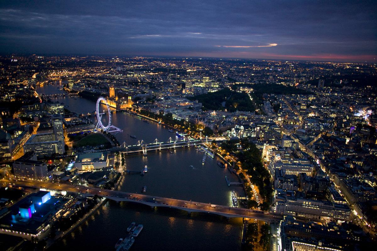 7010386-london-at-night